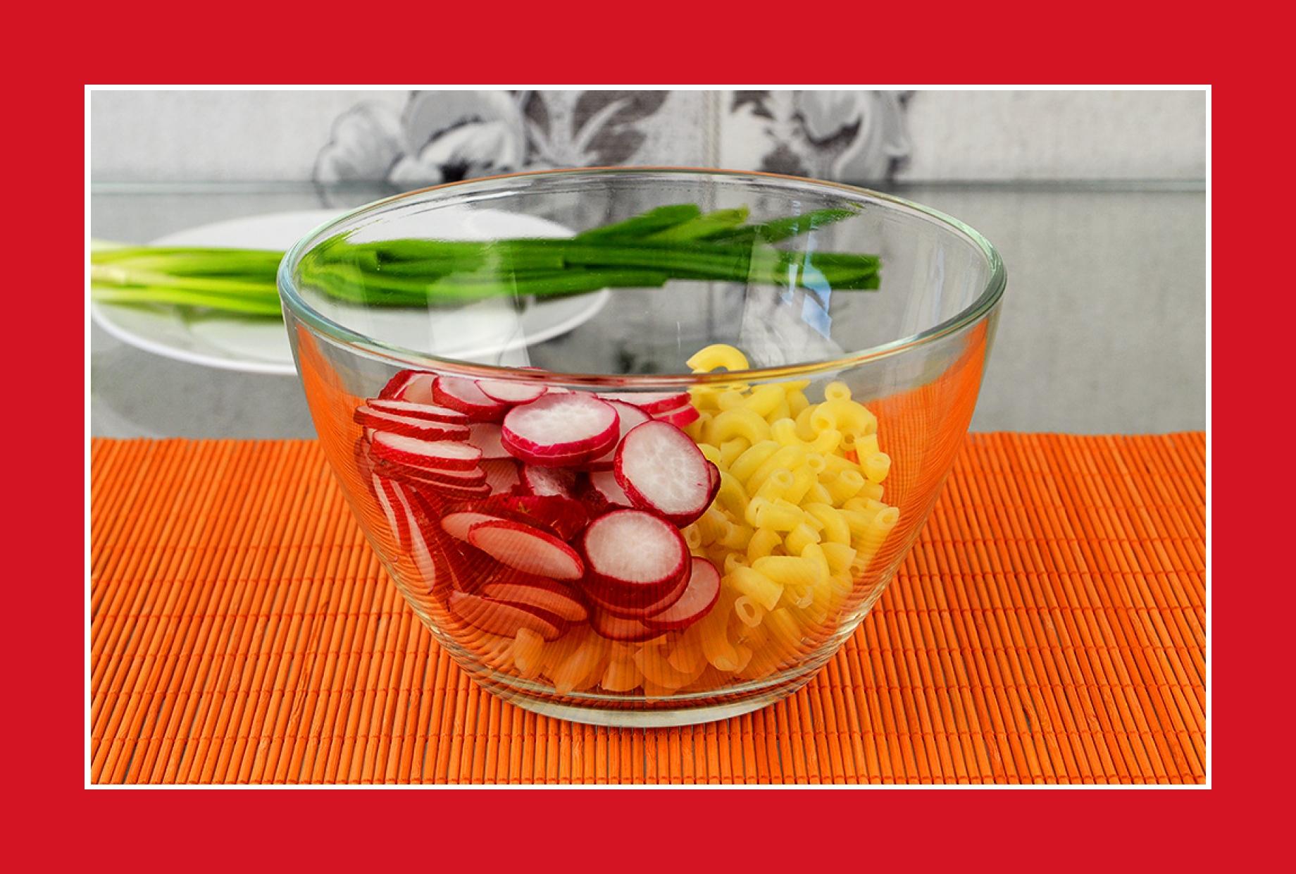 Einfacher Nudelsalat mit Radieschen