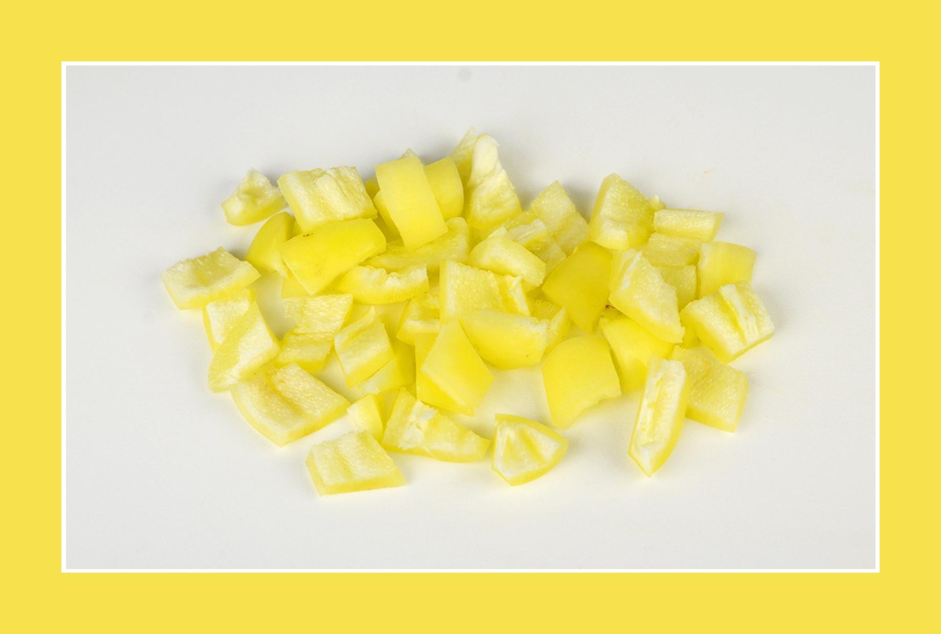 gelbe Paprika für bunten Salat