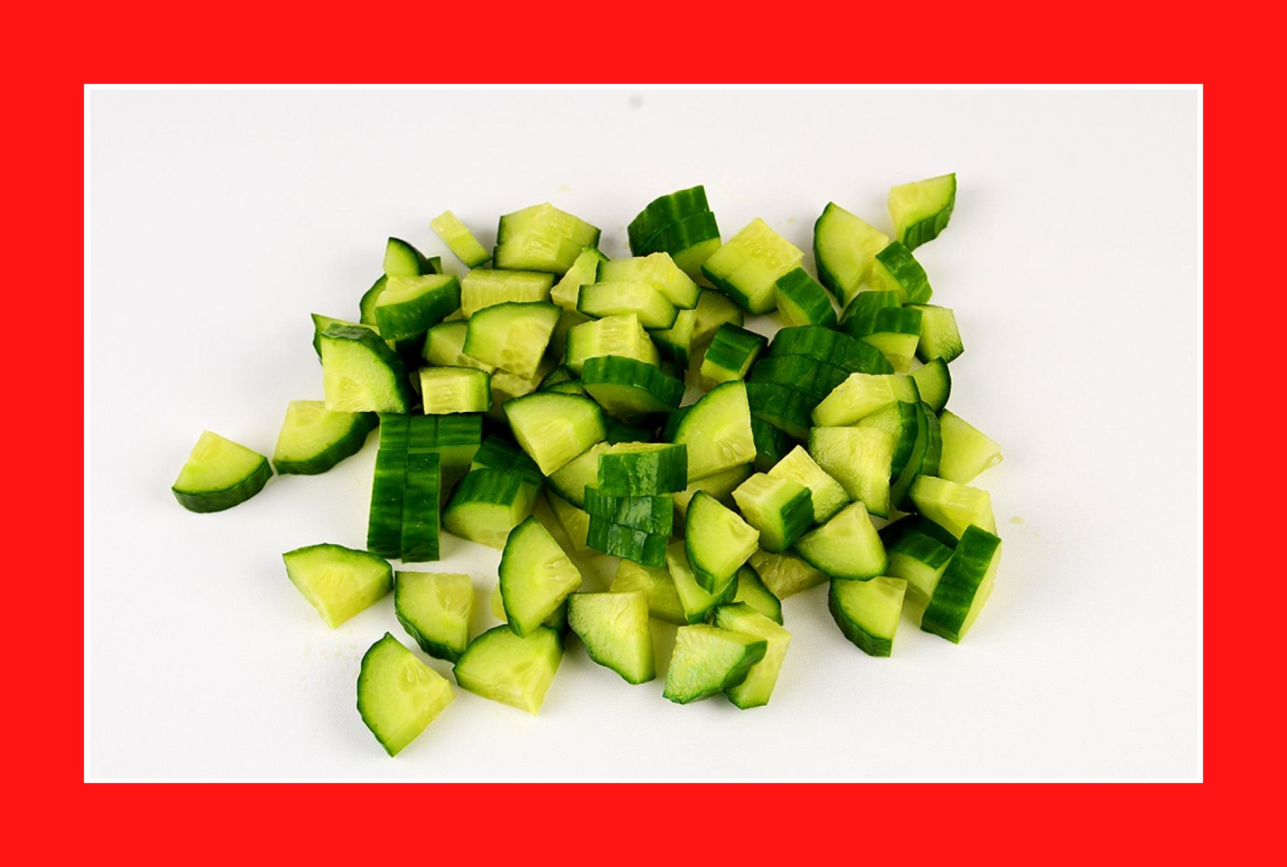Gurken für warmen Kartoffelsalat