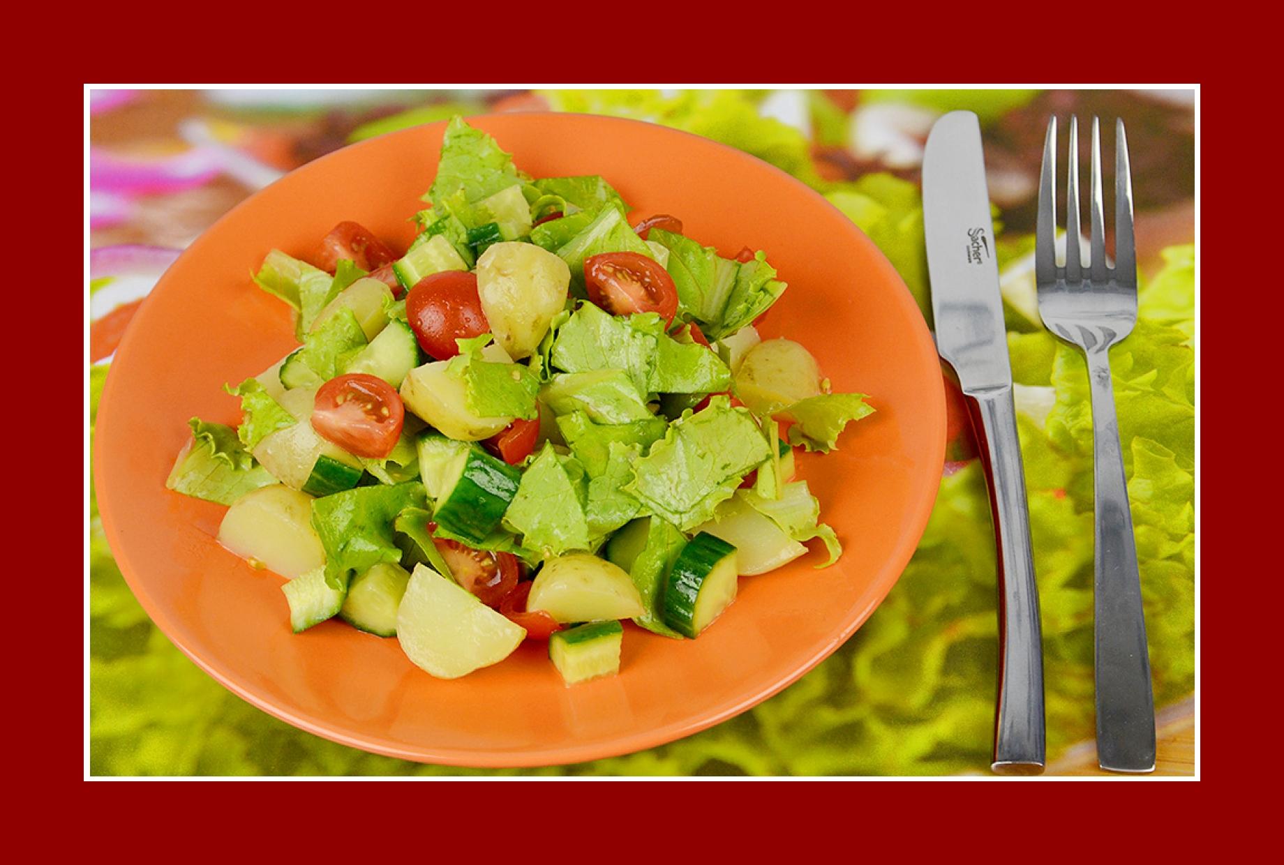 Leichter Kartoffelsalat einfacher Rezept Eisbergsalat Cherrytomaten Gurkensalat