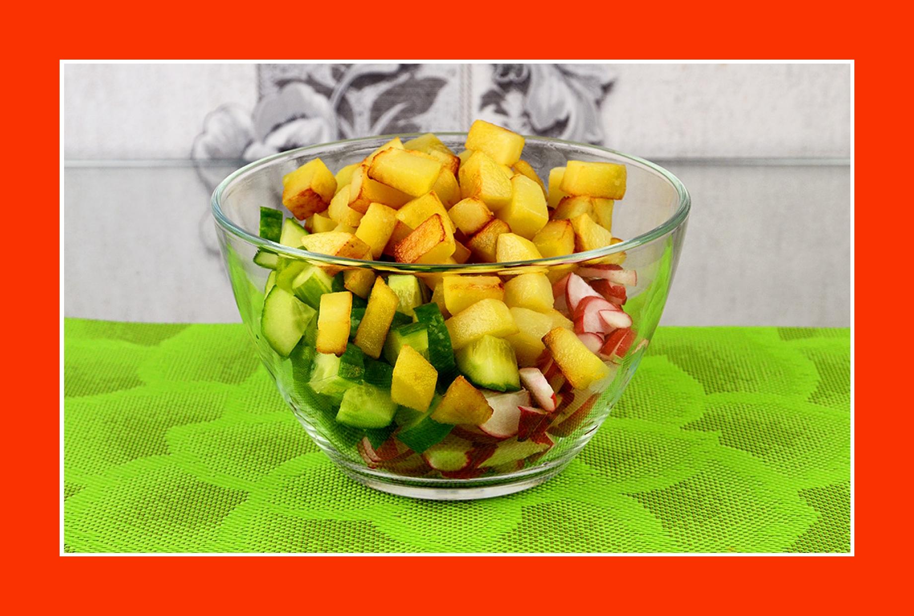 Warmer Kartoffelsalat mit Bratkartoffeln Gurken Radieschen
